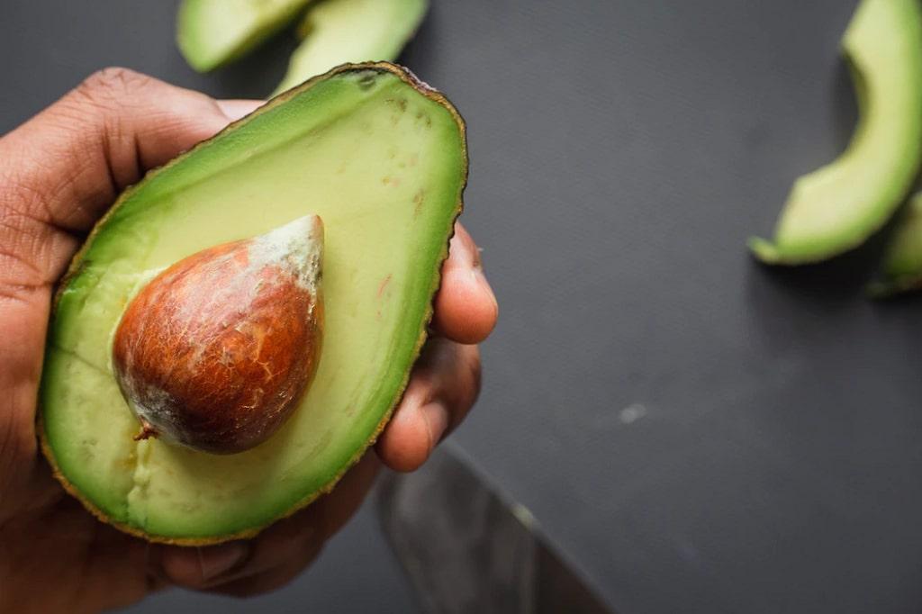 Avocado-frutta-di-stagione-gennaio