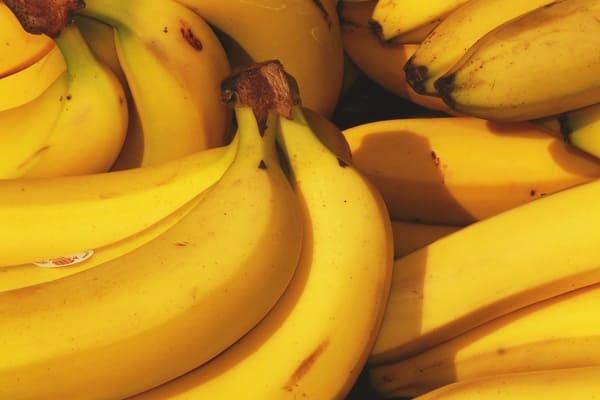 Banana-frutta-di-stagione-di-novembre