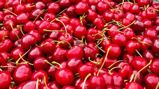 Ciliegie-Frutta-di-stagione-di-luglio