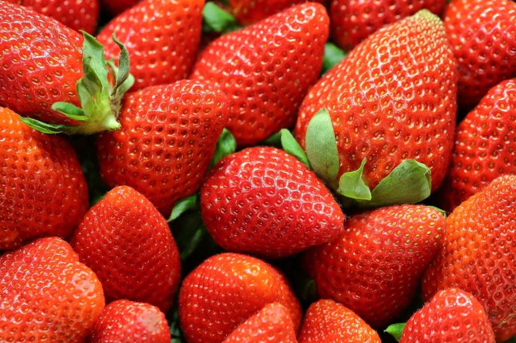 Fragole-frutta-di-stagione-giugno