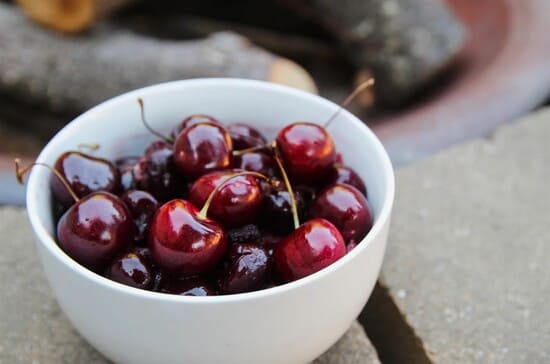 Frutta-primaverile-ciliegie