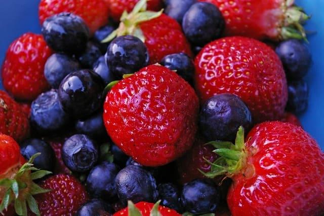 Frutti-di-bosco-con-buccia