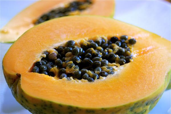 Papaya-frutta-di-stagione-di-agosto