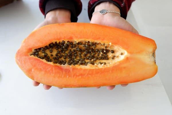 Papaya-frutta-di-stagione-di-novembre