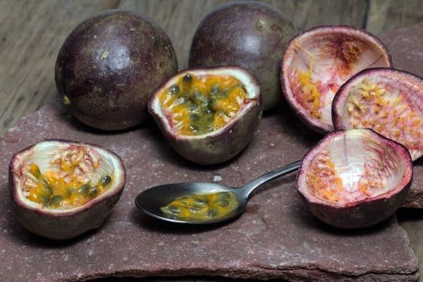 Passion-Fruit-frutta-di-stagione-di-novembre