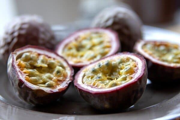 Passion-fruit-frutta-di-stagione-di-agosto