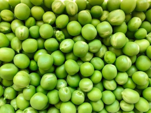 Piselli-verdura-di-stagione-a-giugno