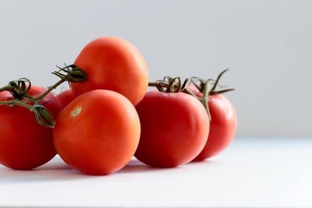 Pomodori-verdura-di-stagione-a-giugno