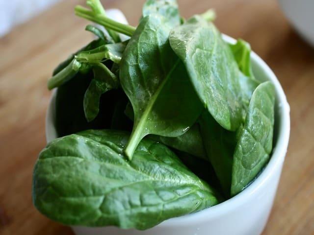 Spinaci-verdura-di-stagione-di-dicembre