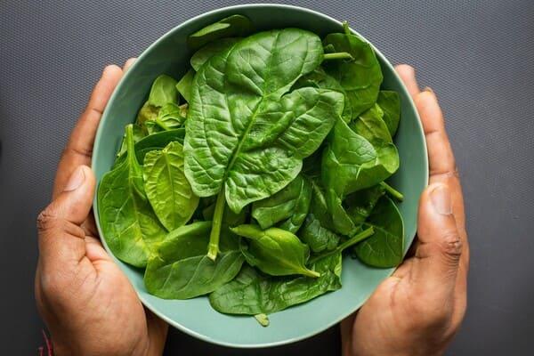 Spinaci-verdure-di-stagione-a-marzo