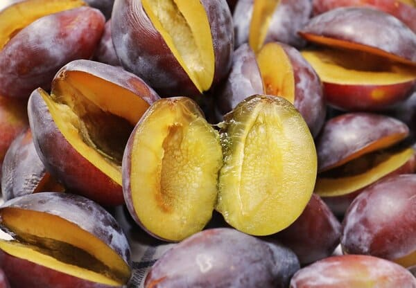 Susine-frutta-di-stagione-di-agosto