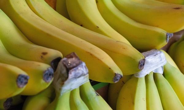 banana-frutta-di-stagione-di-marzo